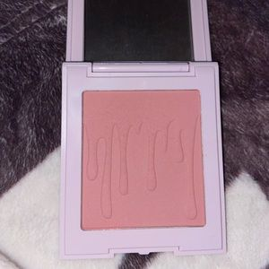 Kylie Cosmetics Makeup - stormi limited edition blush